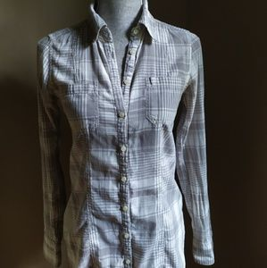 Button down long sleeve fitted shirt